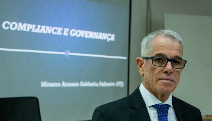 Aula Magna da Pos-Graduacao em Compliance e Governanca, oferecido pela FACE, ministrada pelo Sr. Ministro Antonio Saldanha Palheiro, do STJ.